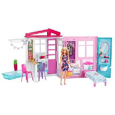 Barbie Mobilier coffret maison de plain-pied à emporter avec piscine, accessoires et une poupée incluse, emballage fermé, jouet pour enfant, GWY84
