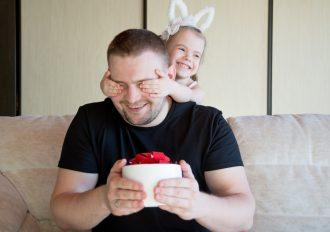 Idée cadeau pour un papa : un livre photo personnalisé